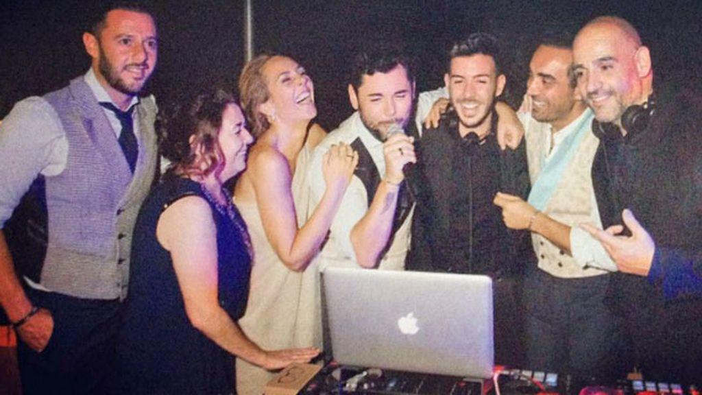 Momento karaoke: Rocío Carrasco y Miguel Poveda se lanzan al cante