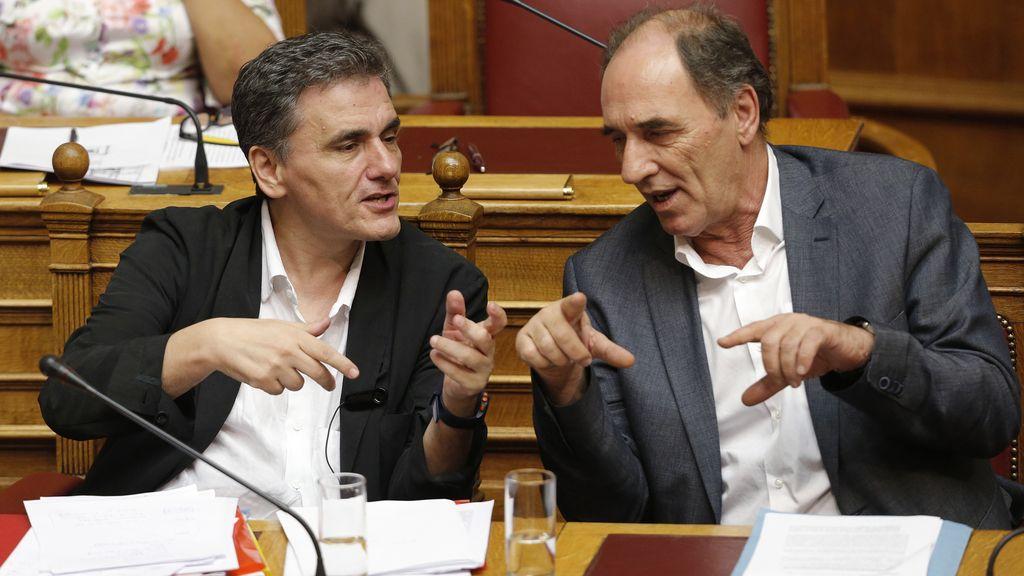 El ministro de Economía griego, Giorgos Stathakis y el de Finanzas, Euclid Tsakalotos