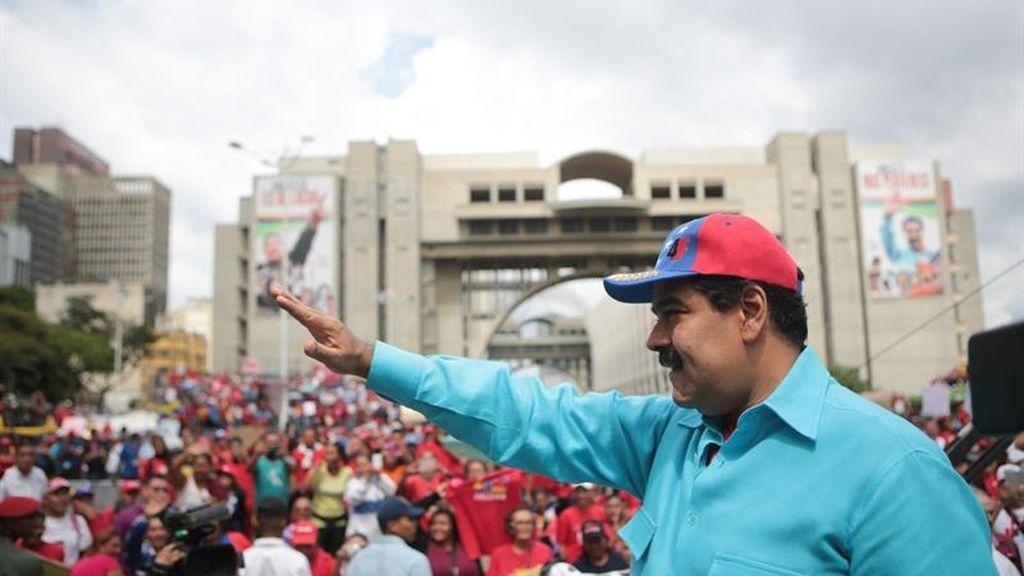 Maduro acusa a la oposición de hacer fraude con el referéndum revocatorio