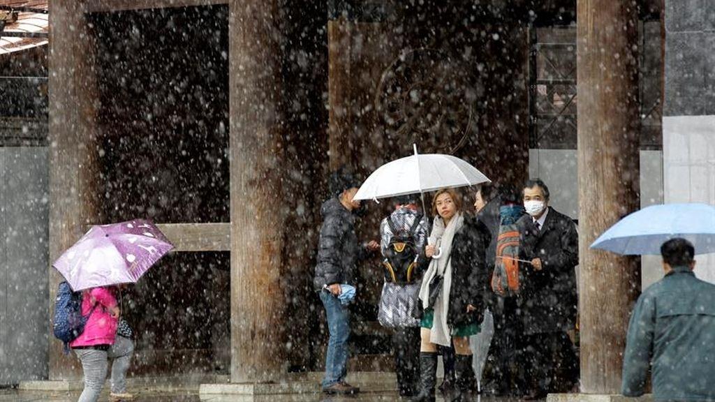 Nieva en Tokio, por primera vez en los últimos 50 años