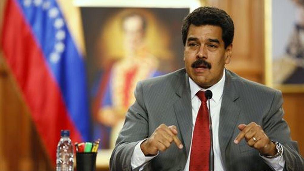 """Maduro felicita a la oposición y califica de """"excelente"""" el debate"""