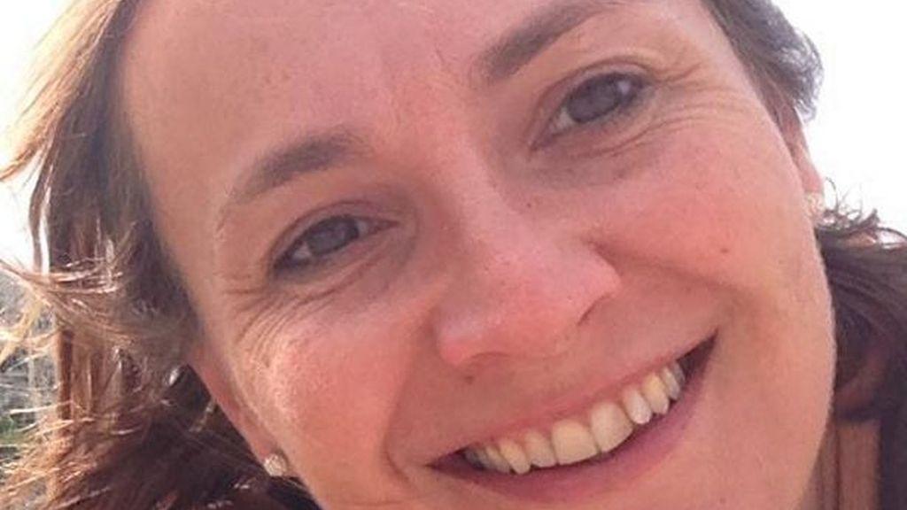 Lucy Smith, la mujer inglesa que falleció a causa de un rasguño mientras realizaba labores de jardinería