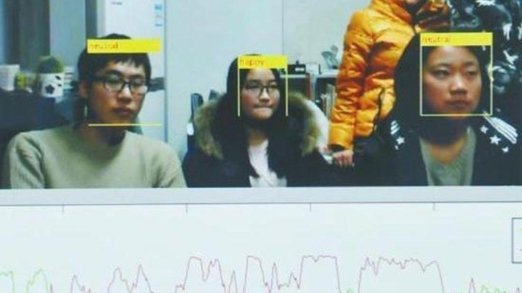 Inventa un reconocimiento facial para saber si sus alumnos están aburridos