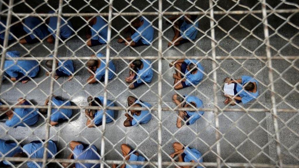 Visita de inspección en una cárcel de alta seguridad en Bangkok
