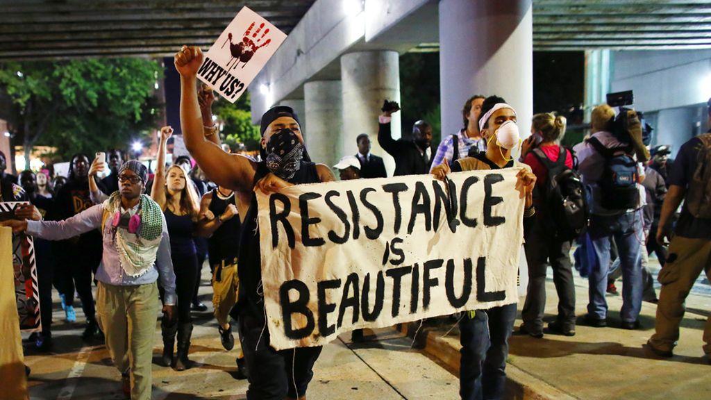 Noche de protestas raciales en Charlotte