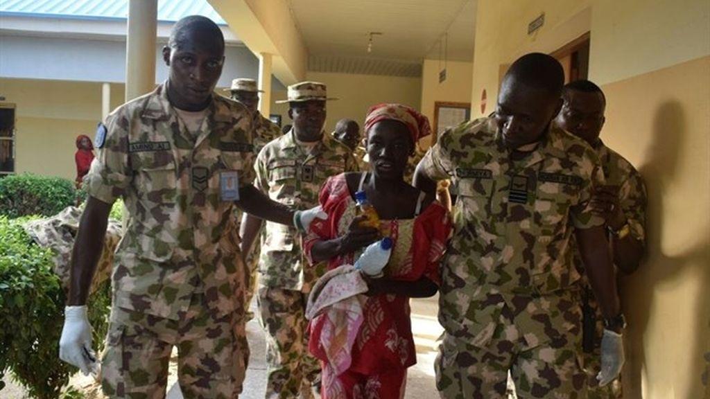 La niña de Chibok asegura que echa de menos a su marido de Boko Haram