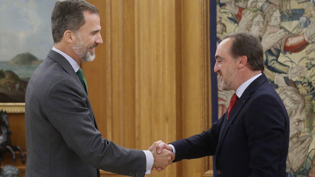 El rey Felipe VI recibe en el Palacio de la Zarzuela al presidente de UPN, Javier Esparza