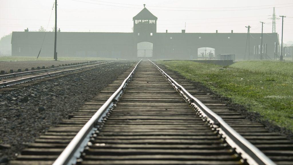 El papa visita el campo de exterminio de Auschwitz
