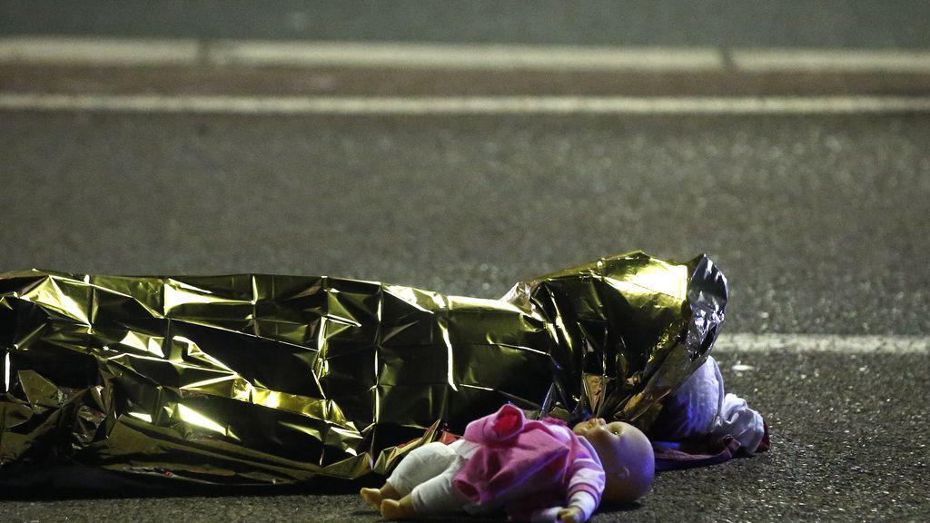 Más de 70 muertos en un atentado terrorista en Niza