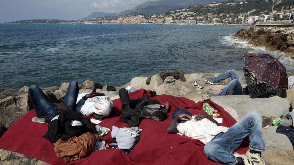 Decenas de inmigrantes atrapados en la frontera italiana