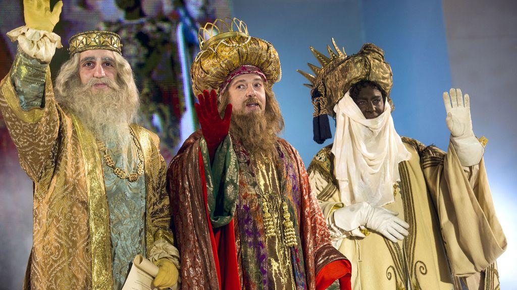 """Expertos recomiendan explicar a los hijos la situación si los Reyes Magos llegan con """"recortes"""""""