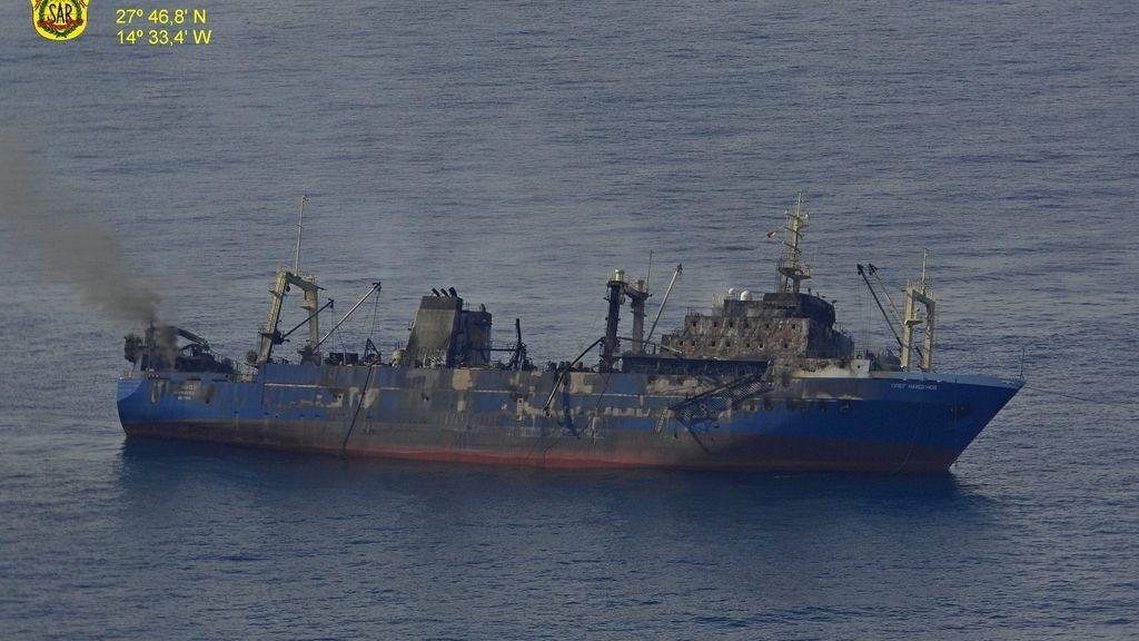 Salvamento Marítimo continúa con las tareas de seguimiento de la mancha del barco ruso