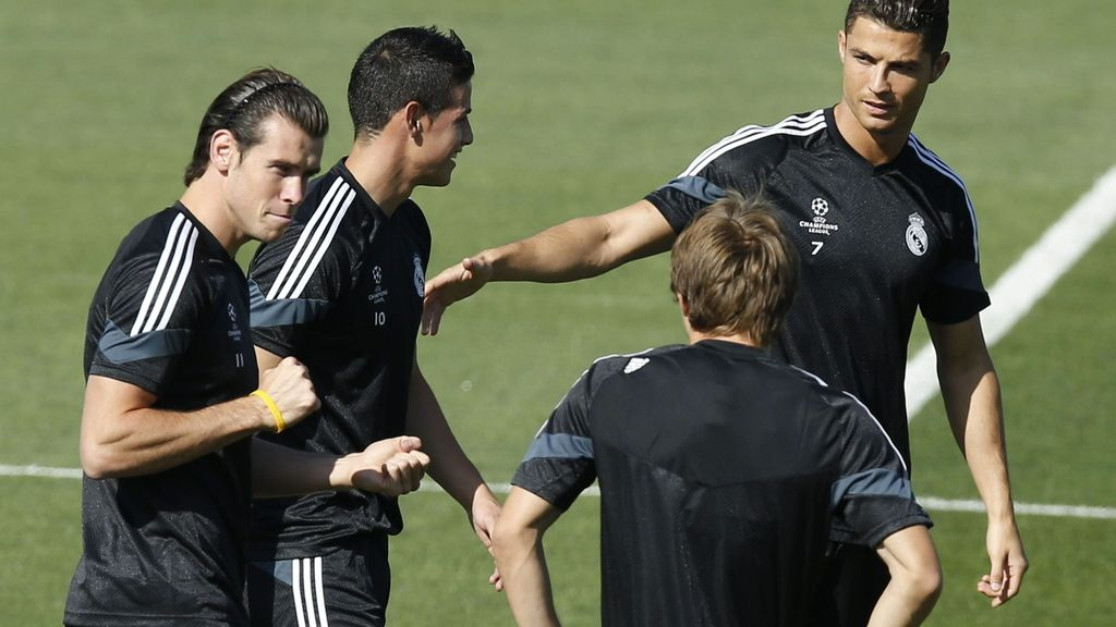 Los jugadores del Real Madrid  Bale, James Rodríguez, Modric y Ronaldo
