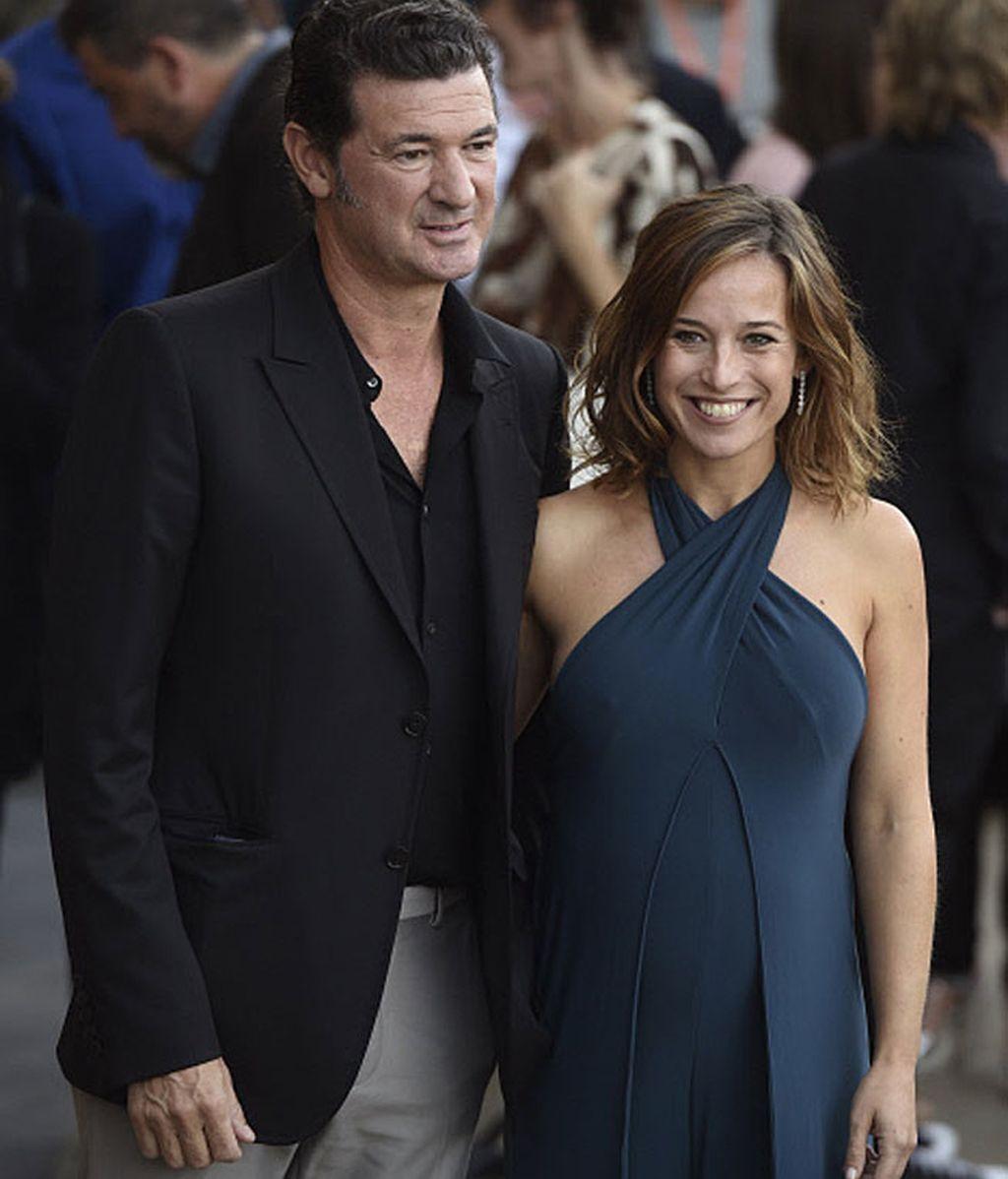 Marta Etura y el director Julio Medem posaron así de sonrientes