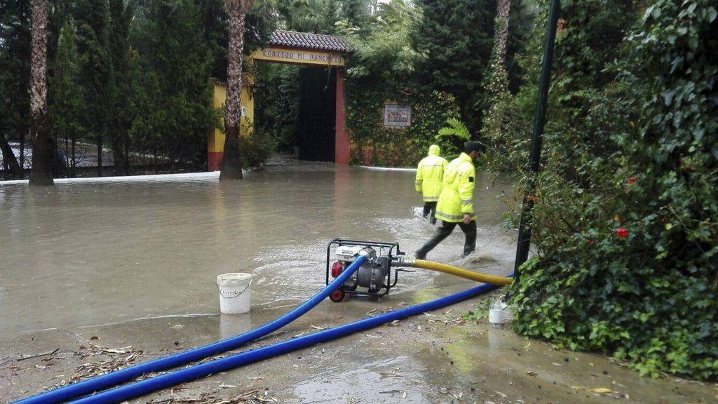 Muere un hombre en Dos Hermanas (Sevilla) arrastrado por una corriente de agua