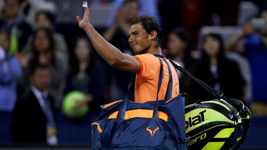 Rafa Nadal, abatido tras caer eliminado en primera ronda en Shanghai (12/10/2016)