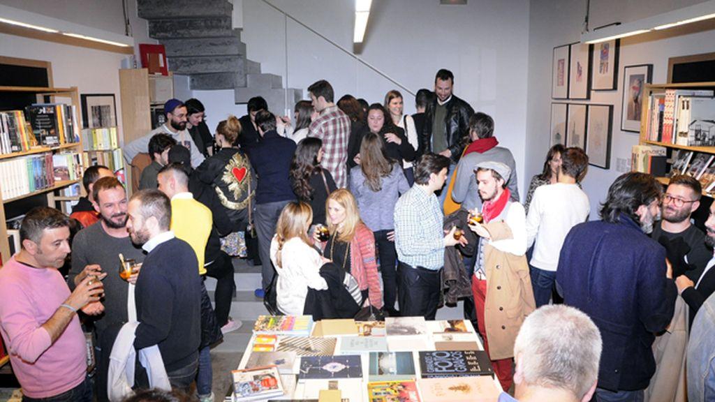 """""""La fábrica"""" estaba repleta de amigos y admiradores del arte de Juan Gatti"""
