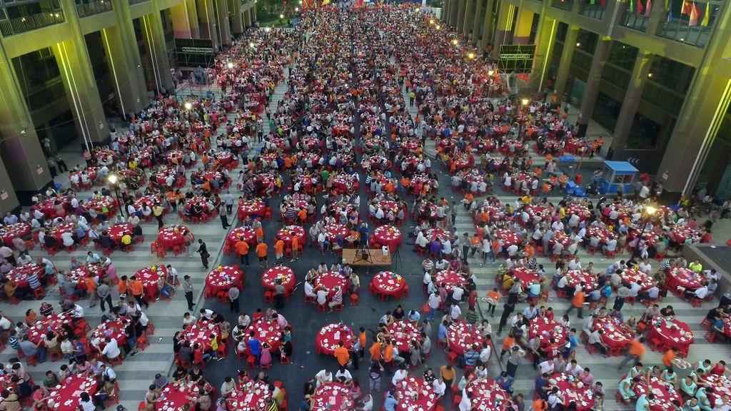 Un pueblo en China celebra la conmemoración de la reconstrucción de su ciudad