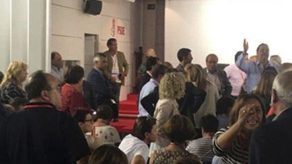 Discrepancias en el interior de la sede del PSOE durante el Comité Federal