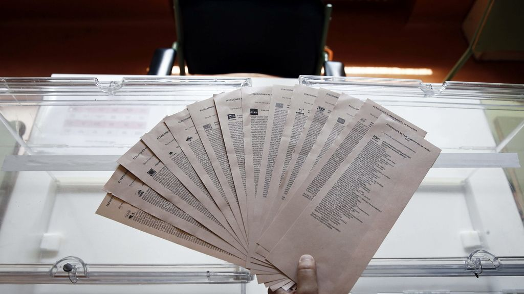 Los ciudadanos eligen 67.640 concejales y 802 diputados autonómicos