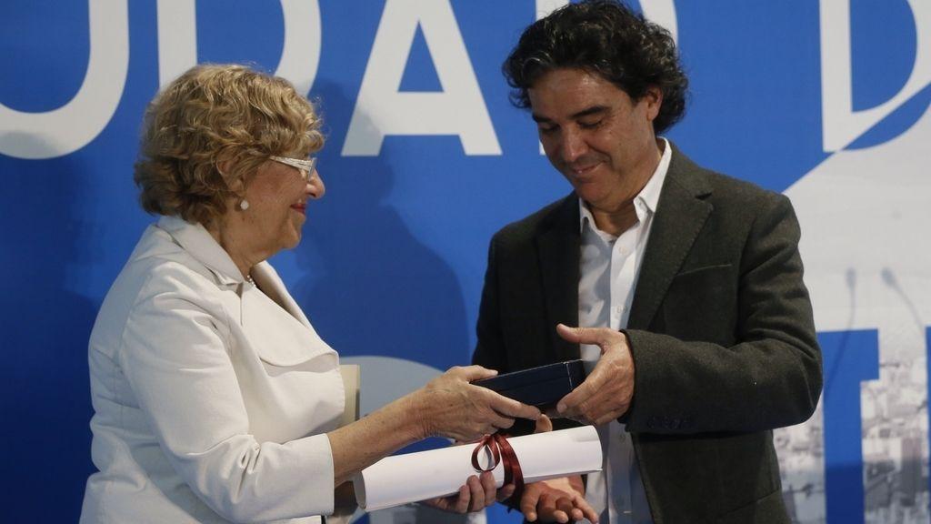 Manuela Carmena entrega Medalla de Oro