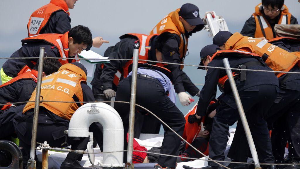 El personal del 'Sewol' evacuó el ferry 40 minutos después de la llamada de socorro