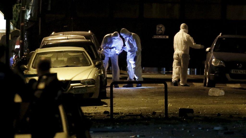 Explota una bomba frente a la federación empresarial griega en Atenas