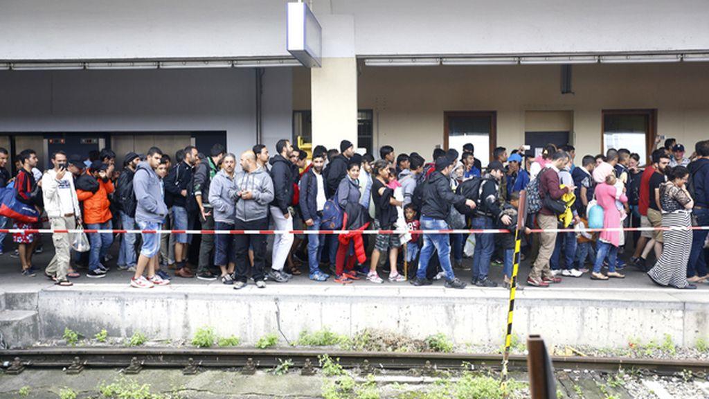La Policía austriaca confirma la llegada de 4.000 refugiados a la frontera