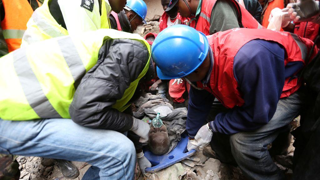 Una veintena de muertos en el derrumbe de un edificio residencial en Nairobi