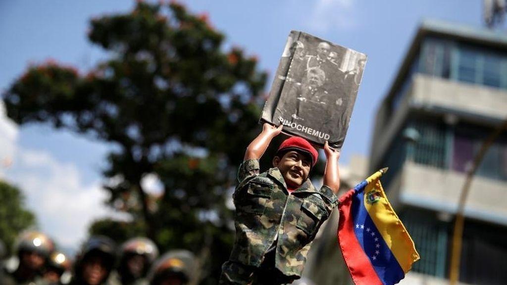 Hugo Chávez convertido en muñeco