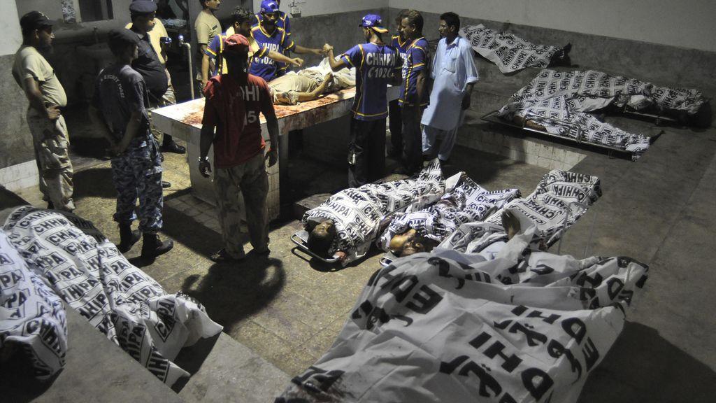 Decenas de muertos en un ataque talibán contra el aeropuerto de Karachi