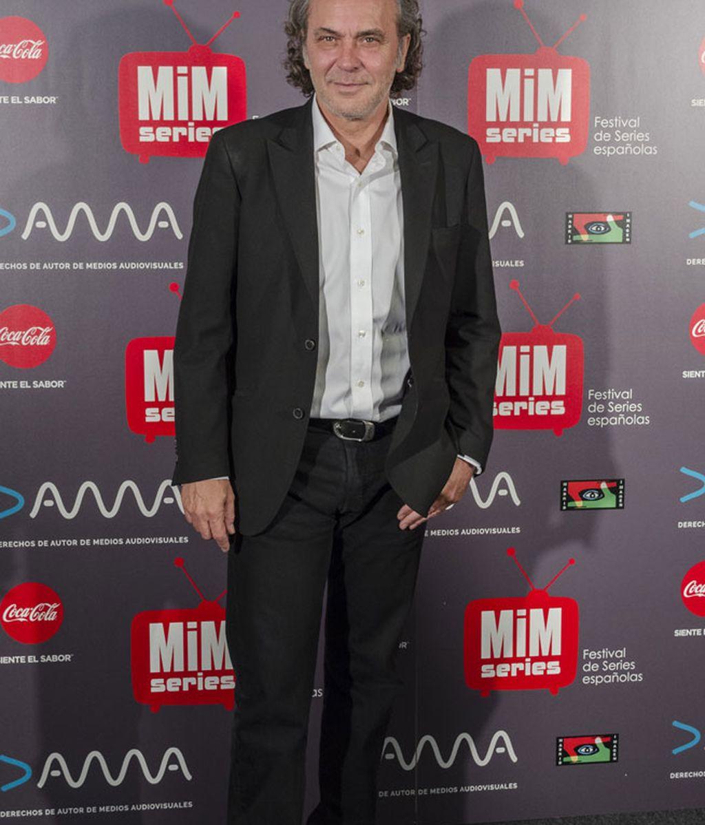 José Coronado fiel a su 'look' casual: vaquero negro, camisa y chaqueta