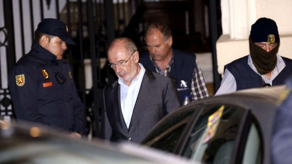 Rodrigo Rato abandona su despacho al concluir el registro de funcionarios de la AEAT