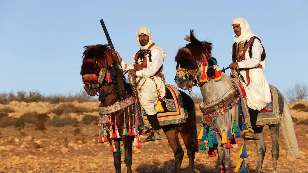 Hombres a caballo en Libia