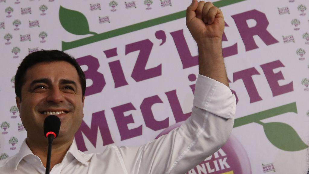 """Demirtas proclama la """"gran victoria de la izquierda"""" en las elecciones turcas"""