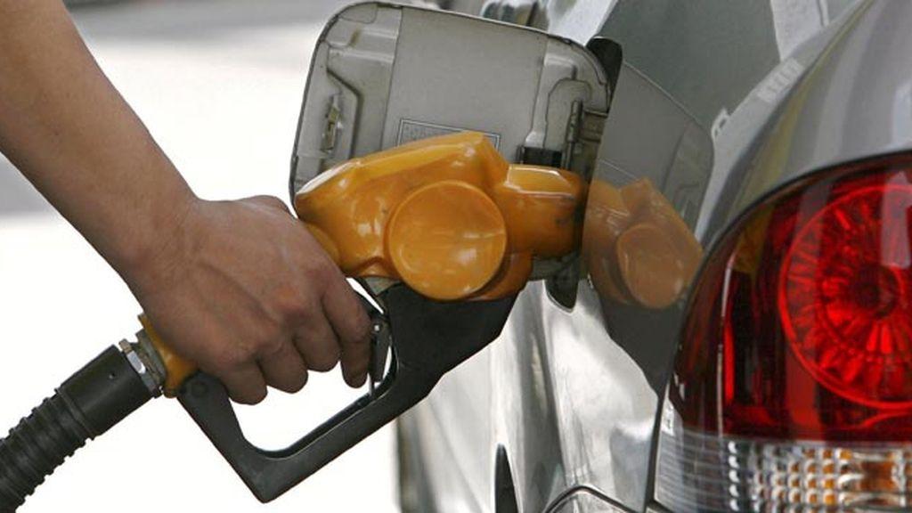 El IPC se eleva cuatro décimas, hasta el -0'7%, por la gasolina, los viajes y los alimentos