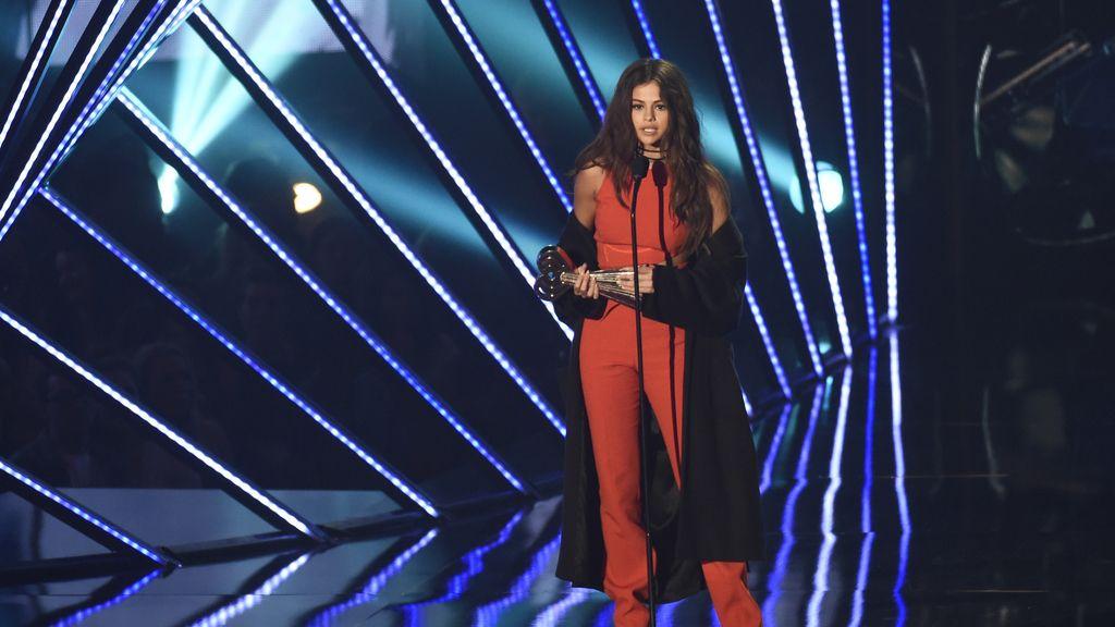 Selena Gómez en los IHearRadio Music Awards