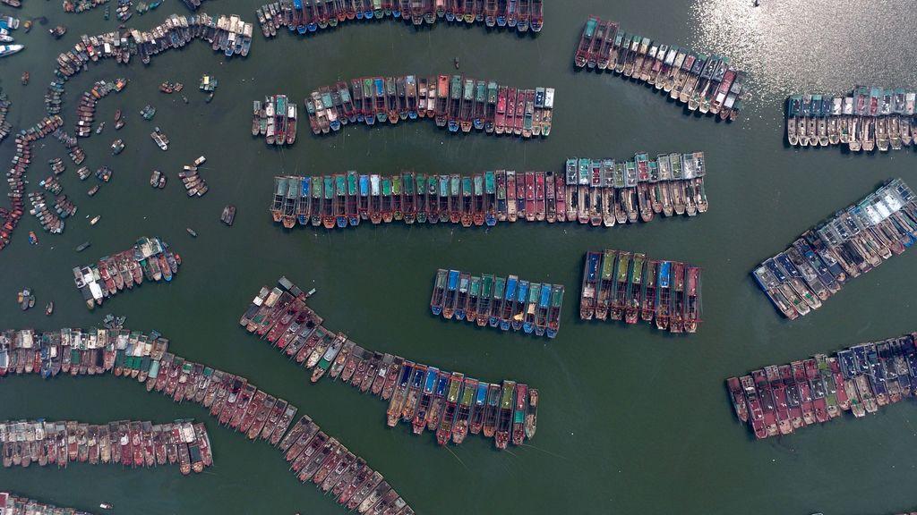El puerto de Typhoon Nida, la casa de los barcos pesqueros