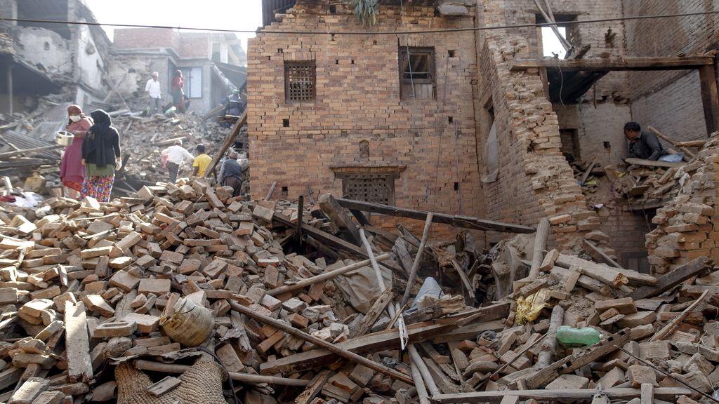 El Gobierno eleva a más de 7.200 los muertos en Nepal por el terremoto