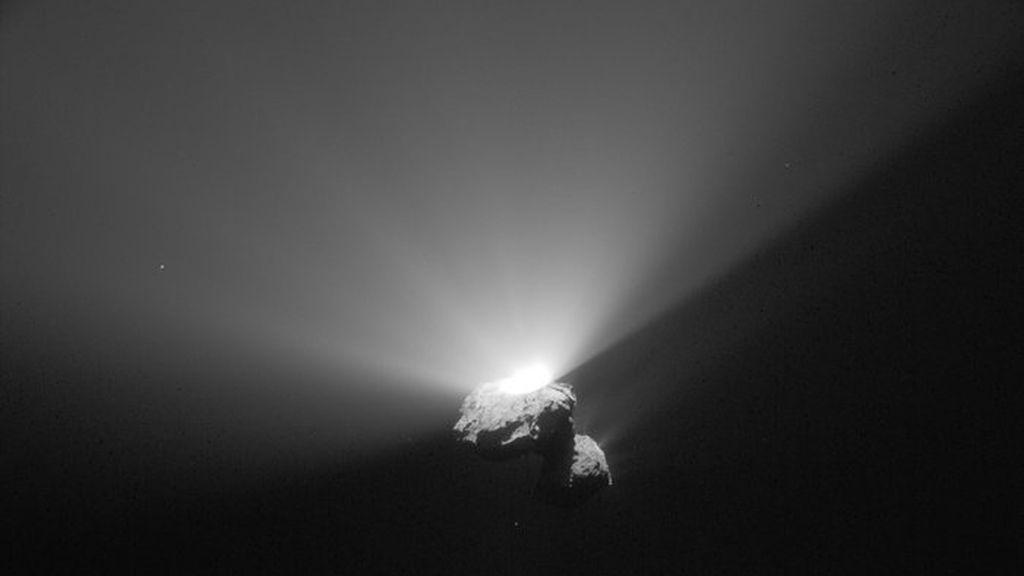 Espectacular estallido en el cometa que orbita Rosetta