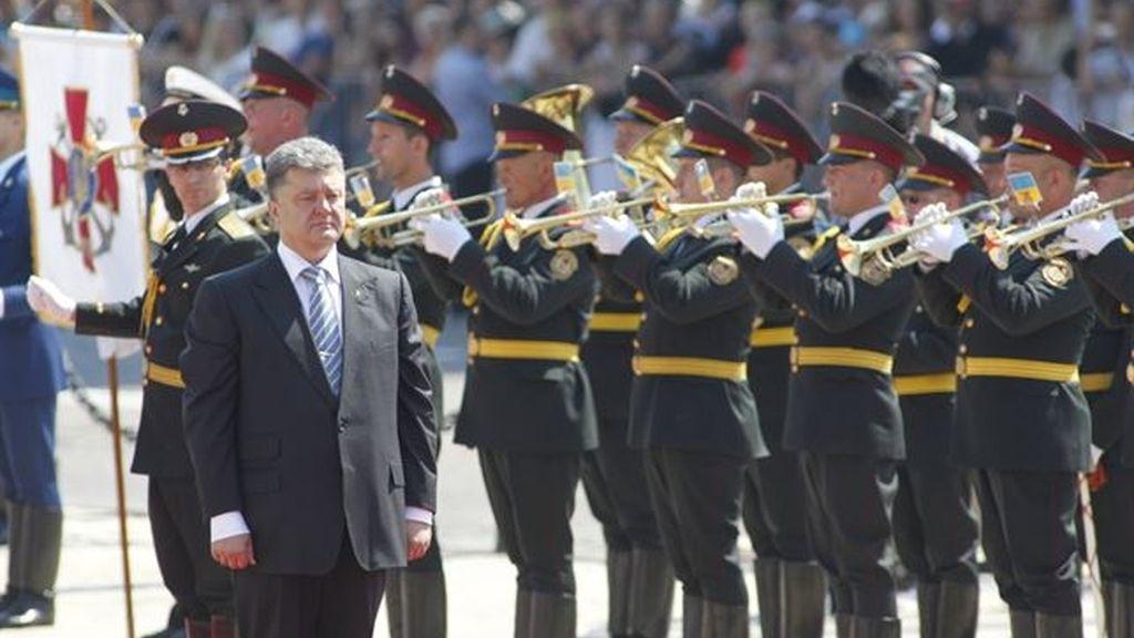 Poroshenko toma posesión llamando a la paz en Ucrania con la integración europea por bandera