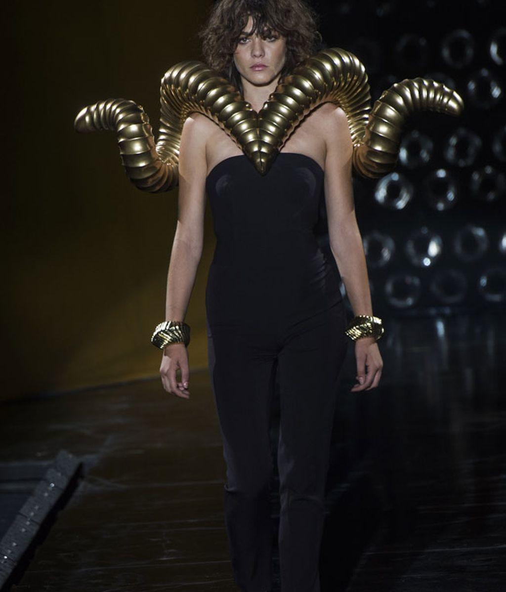 Collares gigantes en la nueva colección de 'Aristocrazy'