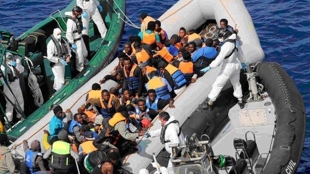 La Guardia Civil rescata a más de 500 inmigrantes cerca de la costa de Libia