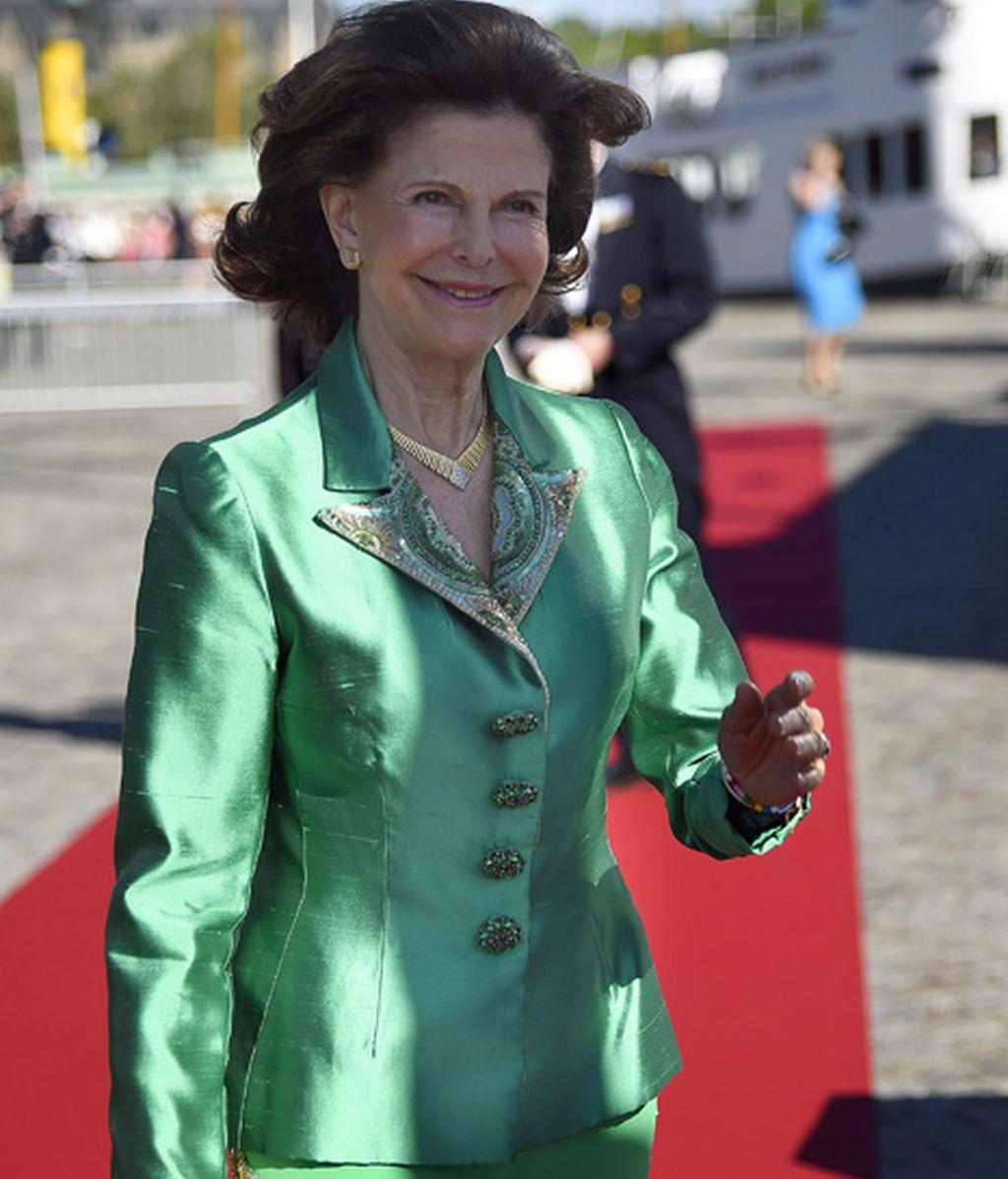 La reina Silvia se atrevió con este vestido verde