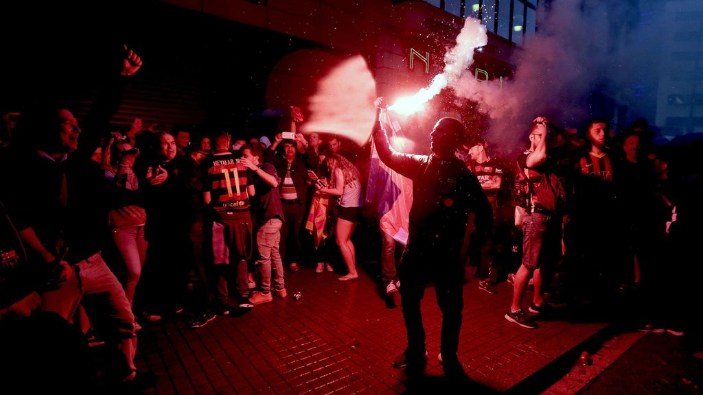 La fuente de Canaletes tras proclamarse el Barça campeón de su 24ª Liga