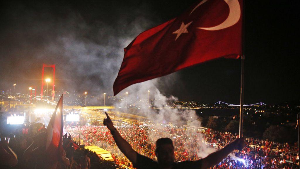 Manifestación a favor de Erdogan en Estambul