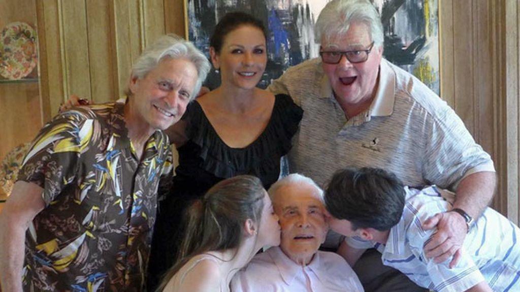 Catherine Z-Jones, Michael Douglas, sus hijos y el abuelo Kirk
