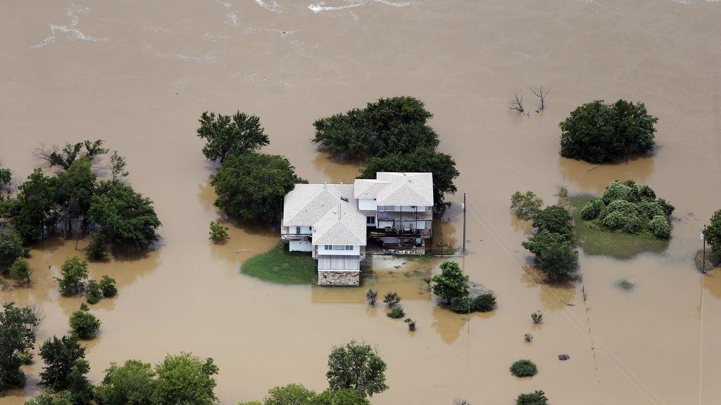 Obama firma una declaración de desastre y ordena ayuda federal para Texas