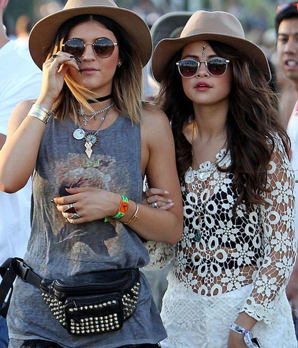 Selena-Gomez del brazo de su amiga Kylie Jenner