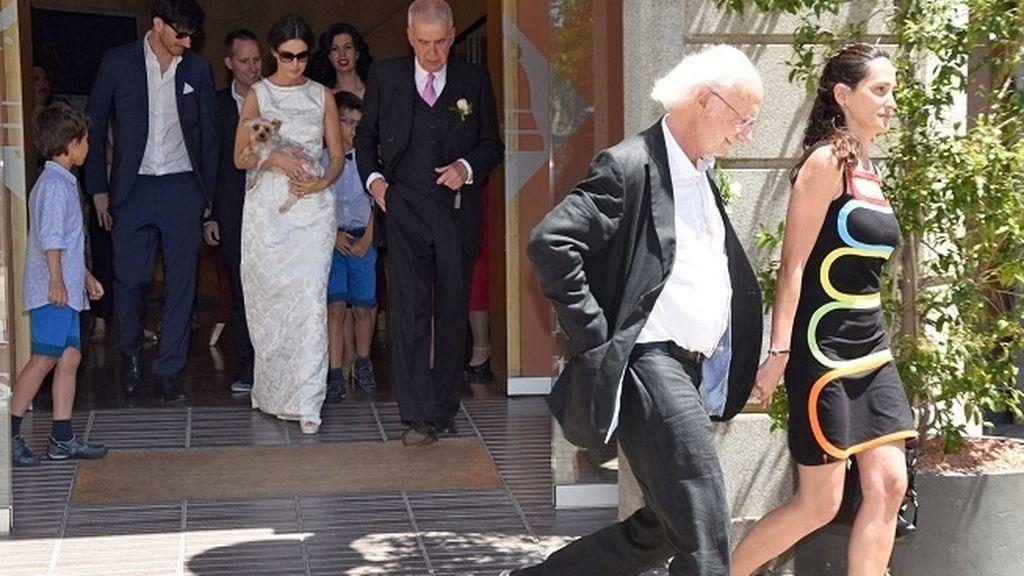 A la feliz pareja les acompañaba Rufus, su perro y testigo de excepción de la ceremonia